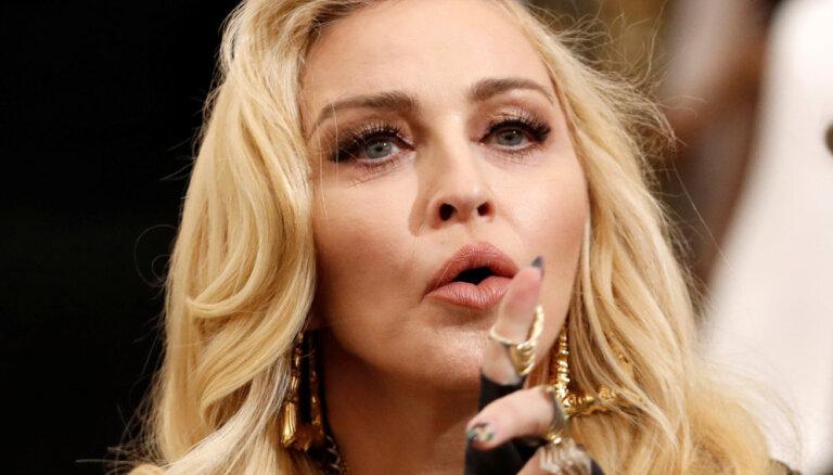 Madonna apgalvo, ka februāra beigās pati izslimojusi Covid-19