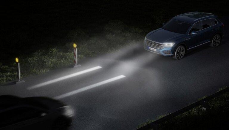 VW interaktīvās gaismas uzlabos braukšanas drošību un kļūs par komunikācijas rīku