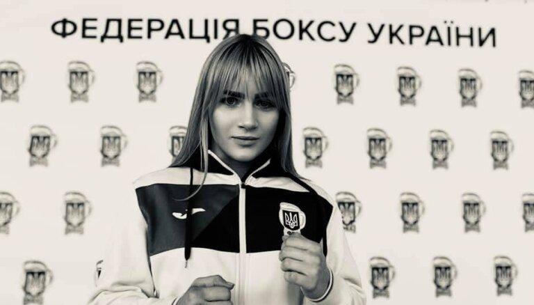 18-летняя чемпионка Украины по боксу попала под поезд. Она переходила дорогу в наушниках