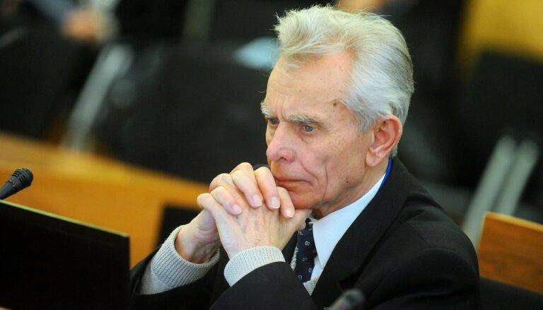 'Saskaņas' deputāts frakcijai vēl nepamato paraksta atsaukšanu Burova gāšanai