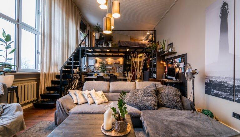 Guļvieta tuvāk zvaigznēm: astoņi feini divstāvu dzīvokļi Rīgā