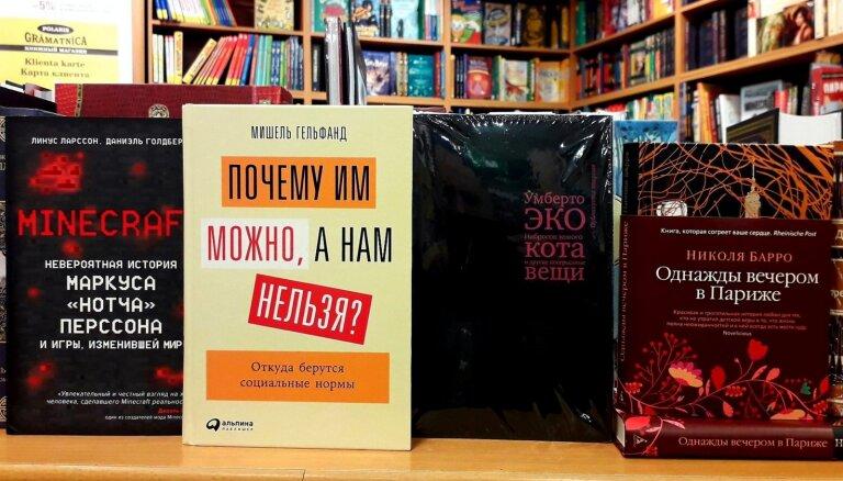 Книги недели: происхождение социальных норм, пародийные эссе Умберто Эко, история Minecraft и любовь в Париже