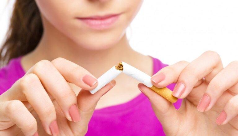 Latvijā uz pusi samazinājusies regulāras smēķēšanas izplatība pusaudžu vidū