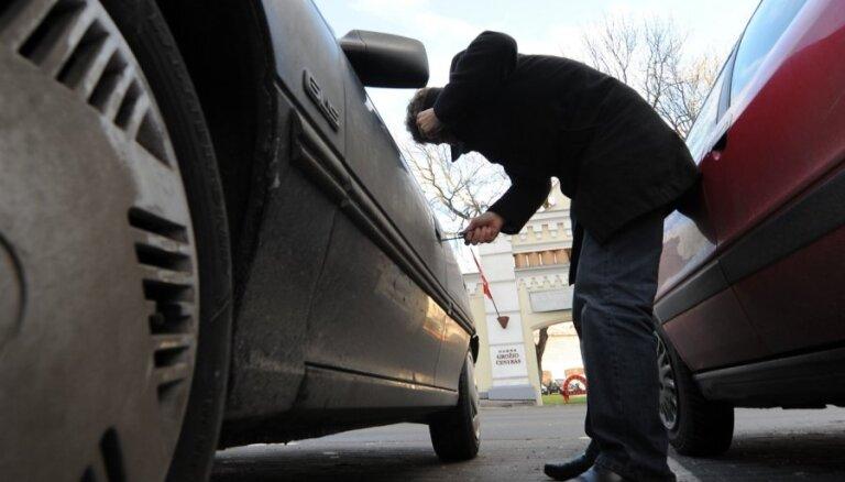 Apdrošinātājs: kopš krīzes kulminācijas strauji krities auto zādzību skaits