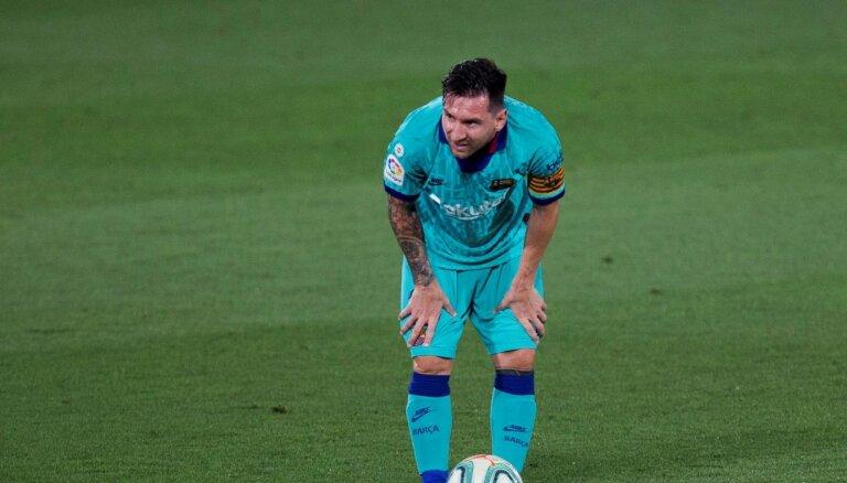 'Barcelona' ar pārliecinošu uzvaru saglabā intrigu cīņā par čempiontitulu