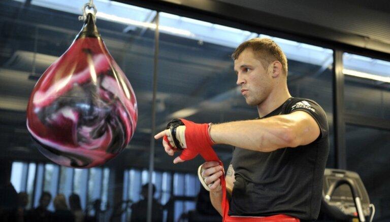 Майрис Бриедис будет боксировать за временный титул чемпиона WBC