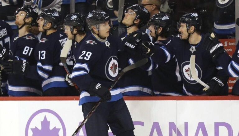 Laine kļūst par ceturto jaunāko NHL spēlētāju ar 100 gūtiem vārtiem