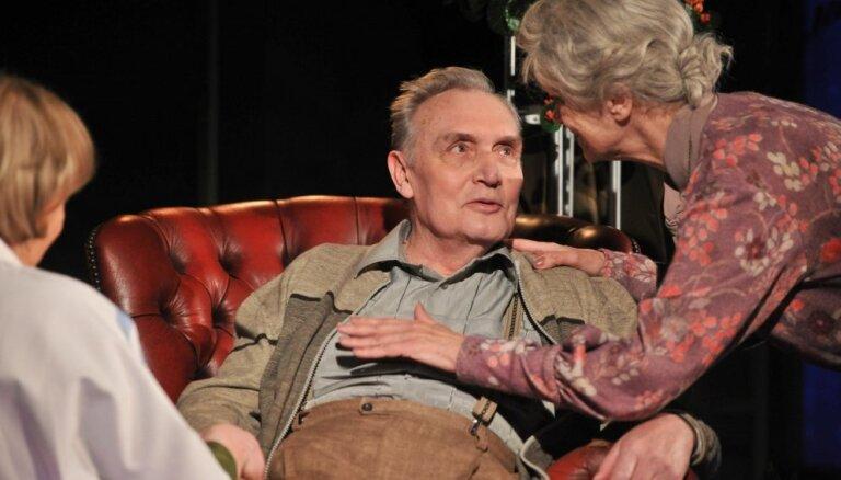 Foto: Nacionālā teātra vecmeistari izrādē 'Juveliera jubileja'