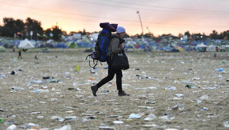 ФОТО: После фестиваля в Гластонбери остались мусорные поля