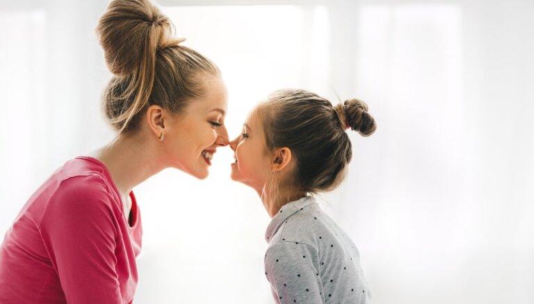 Kas ir labās meitenes sindroms un kā mātes savām meitām var palīdzēt no tā izvairīties