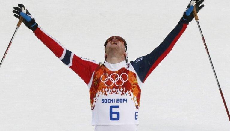Norvēģis Grābaks triumfē olimpiskajās ziemeļu divcīņas sacensībās