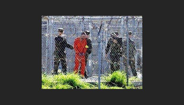 Pentagons paziņo par 15 Gvantanamo ieslodzīto pārvešanu uz AAE