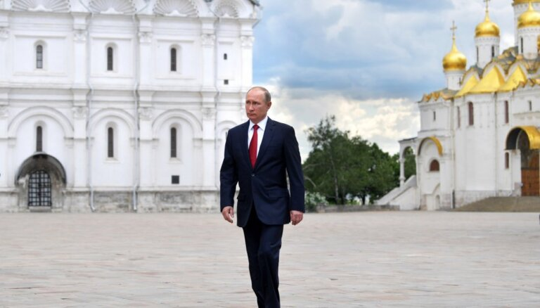 Интервью Путина Стоуну: о Чечне, США, Горбачеве, дочках и зятьях