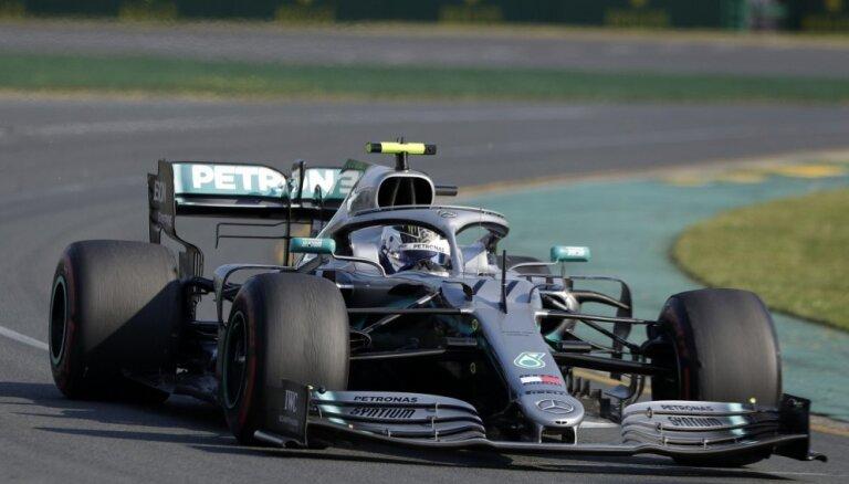 Botass pārliecinoši triumfē Austrālijas 'Grand Prix'