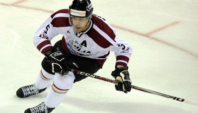 Sprukts un Saulietis uzsākuši ledus treniņus ar Latvijas hokeja izlasi