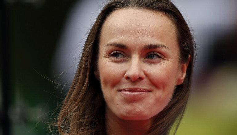 ФОТО: Легендарная теннисистка Мартина Хингис впервые стала мамой