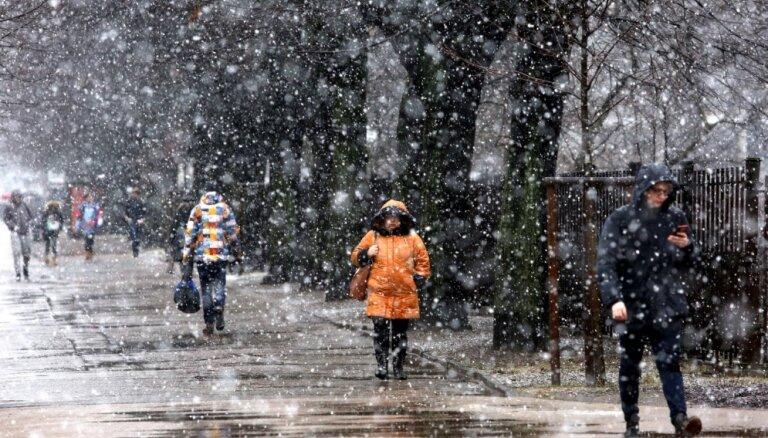 Kurzemē un vietām Vidzemē snigs slapjš sniegs