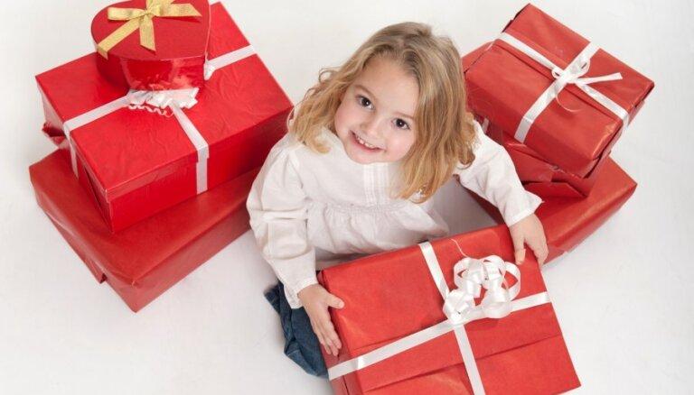 Ziemassvētku labdarības akcijā aicina 'sasildīt sirsniņas' ap 500 bērniem