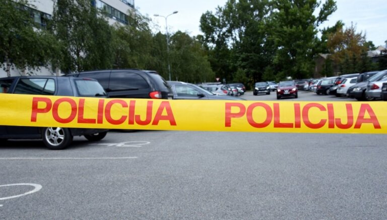 В Лиепае прогремели два взрыва: поврежден автомобиль, подозреваемый задержан