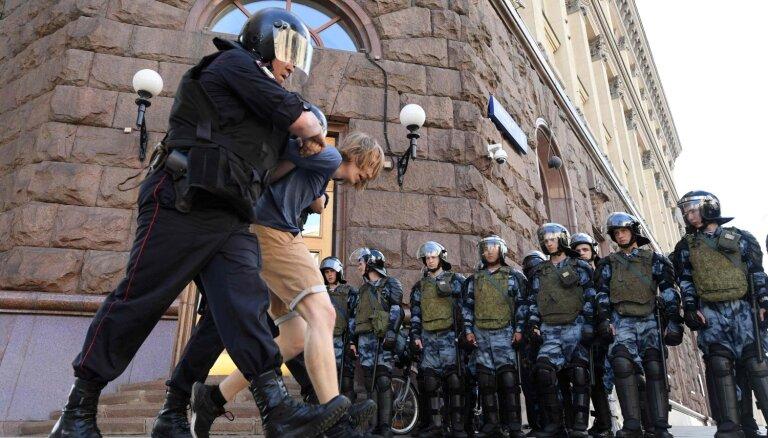 ЕС осудил многочисленные задержания на митинге в Москве: задержаны более 1000 человек