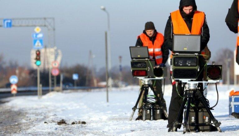 Ceļu drošības uzlabošanai rosina ieviest pārvietojamos radarus netrafarētās automašīnās
