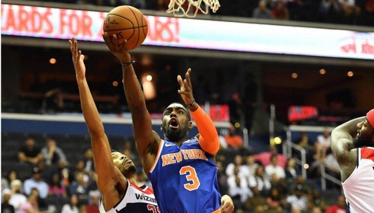 Ņujorkas 'Knicks' Fizdeila debijā pirmssezonas spēlē pagarinājumā uzvar 'Wizards'