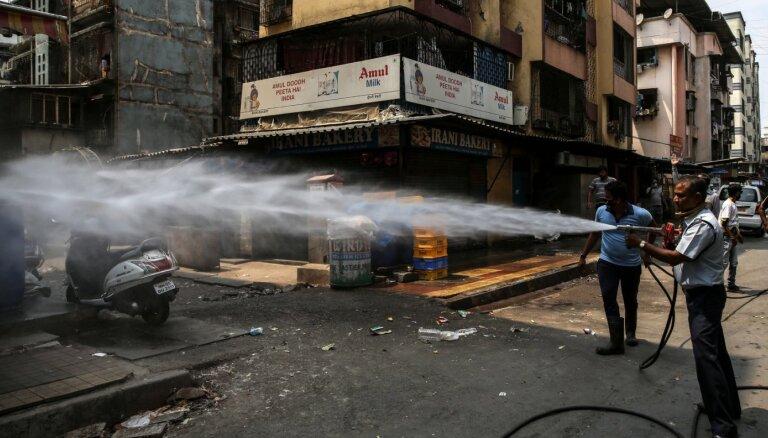 Foto: Mūžam kūsājošās Indijas ielās svilpo vējš