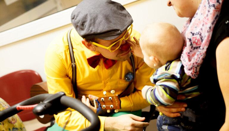 """Доктора-клоуны начинают ежегодную благотворительную акцию """"Смех лечит!"""""""