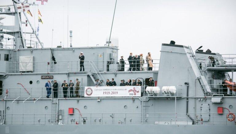 Ar kuģu parādi Rīgas ostā atklāj Latvijas armijas Kara flotes simtgades svinības