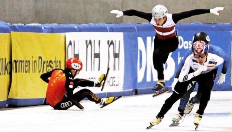 Šorttrekists Krūzbergs sasniedz pasaules čempionāta ceturtdaļfinālu