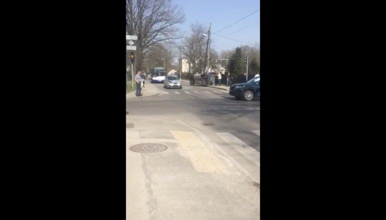 ВИДЕО: Авария с участием трех машин, движение 53-го автобуса возобновлено