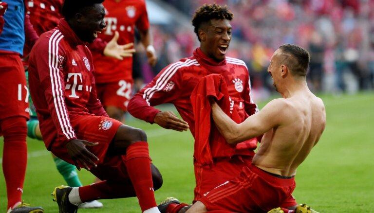 Minhenes 'Bayern' septīto sezonu pēc kārtas triumfē Vācijas bundeslīgā
