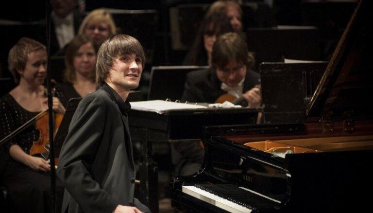 Ar solokoncertu 'Lielajā dzintarā' uzstāsies Vestards Šimkus