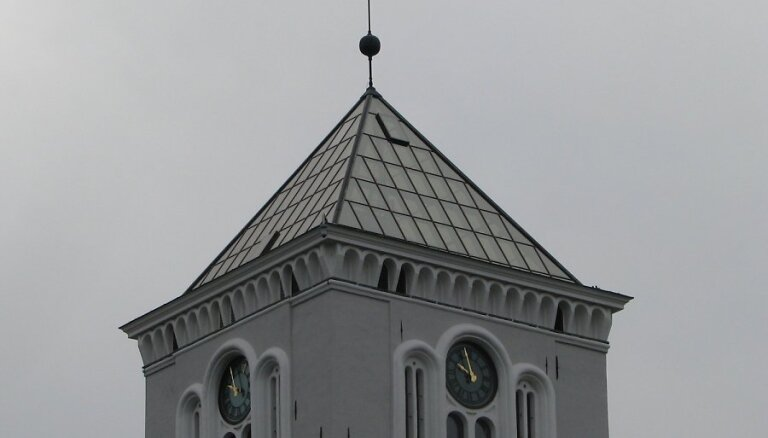 Atjaunots Jelgavas Sv.Trīsvienības baznīcas tornis