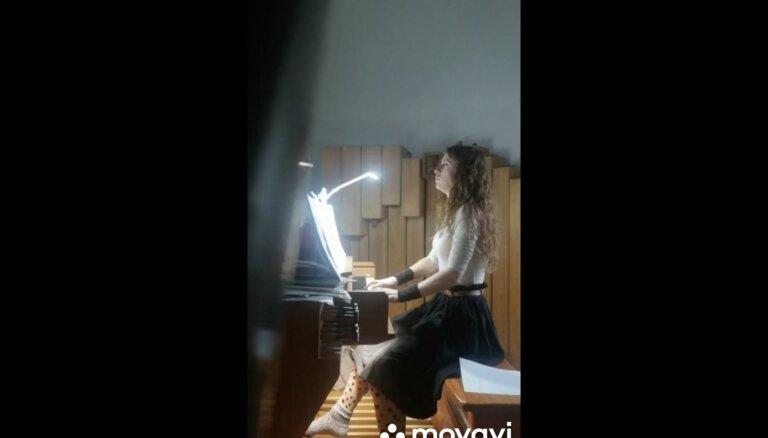 Video: Saldus Mūzikas skolas audzēkņi sumina Bahu 335. dzimšanas dienā