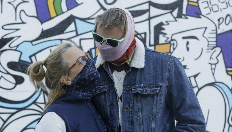 Par sejas masku nelietošanu rosina piemērot līdz 50 eiro sodu