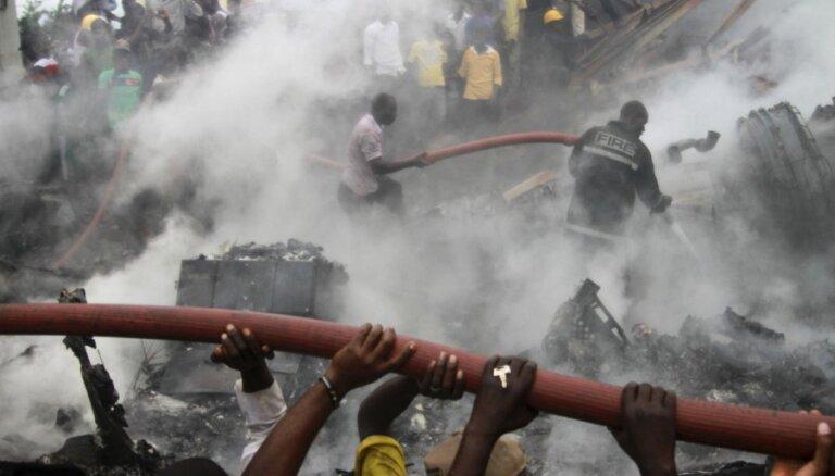 Nigērijas aviokatastrofas vietā paspējuši uzdarboties marodieri