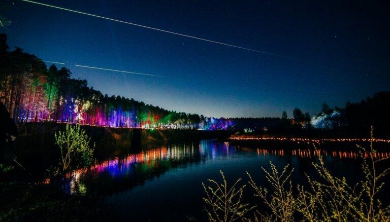 Gaismu un uguns rotaļas Valmierā: aicina uz 'Maģisko sajūtu nakti'
