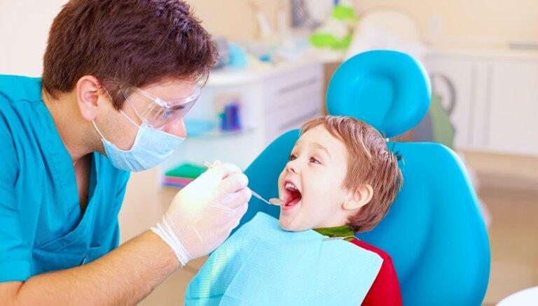 Daktere atklāj, kā pasargāt bērnu no pārdzīvojumiem zobārsta kabinetā