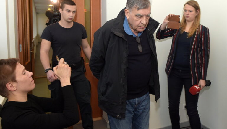 No apcietinājuma atbrīvots 'Rīgas satiksmes' krimināllietā aizturētais Kozaks