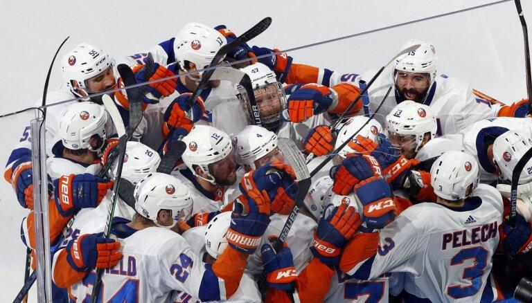 'Islanders' otrajā papildlaikā saglabā vietu NHL izslēgšanas spēlēs