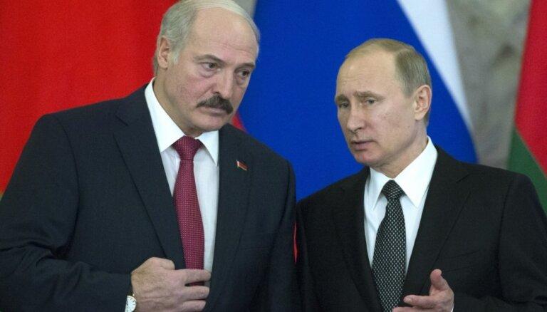"""Конец """"братской любви"""". Как Москва пытается лишить Лукашенко средств к существованию"""