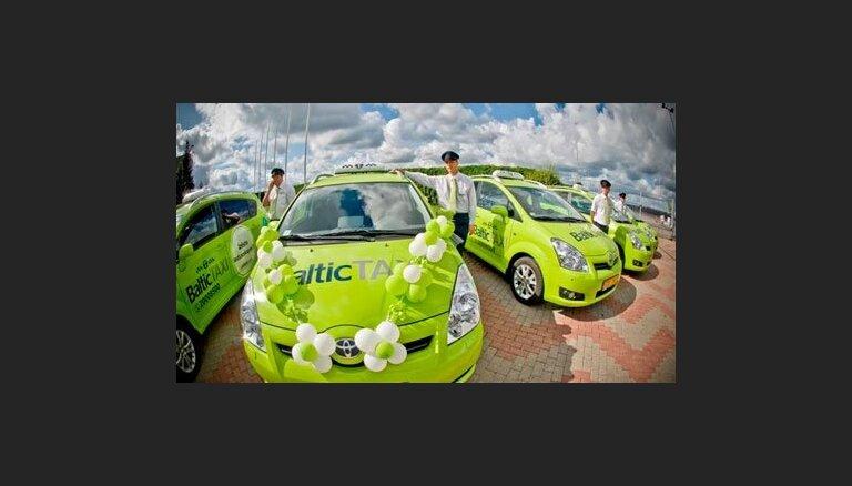 """Автомобили Baltic Taxi получили разрешение обслуживать пассажиров в аэропорту """"Рига"""""""