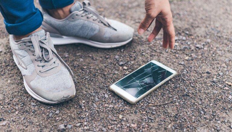 Apdrošinātājs: katrs piektais viedtālrunis tiek sabojāts pirmā gada laikā