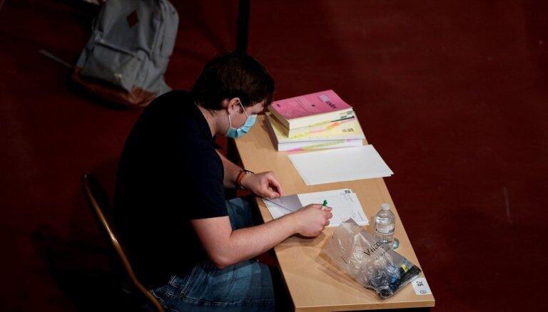 Augstskolām Covid-19 laikā tomēr neļauj pašām pārbaudīt ārzemnieku diplomus
