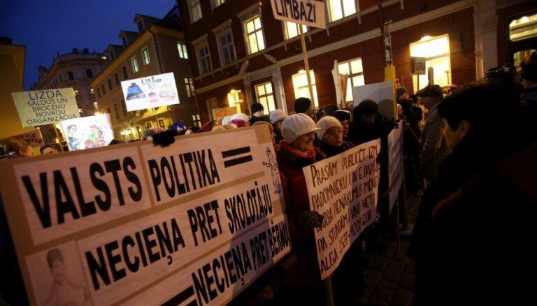 Педагоги не поверили правительству и проведут обещанную акцию протеста