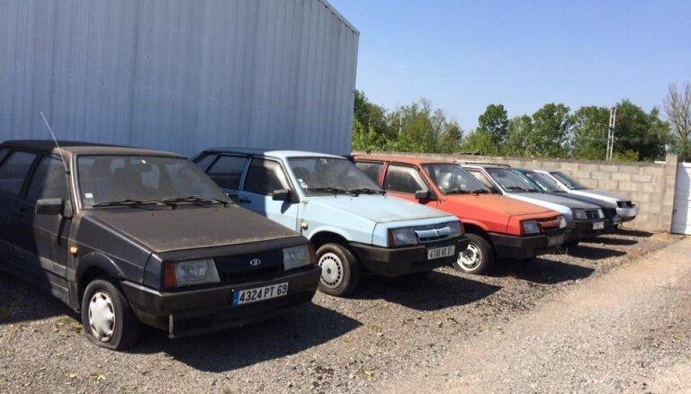 Foto: Francijā 90. gados pamests 'Lada' autosalons ar visiem žiguļiem
