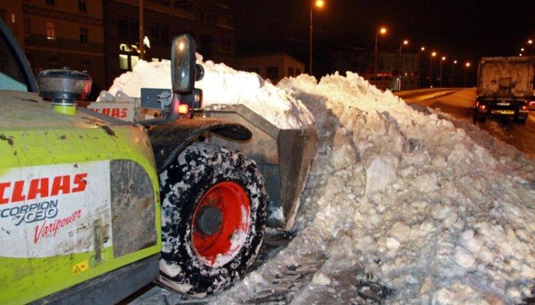 Sniega tīrīšanai Rīgā jau iztērēts vairāk par pusi no decembrim piešķirtajiem līdzekļiem