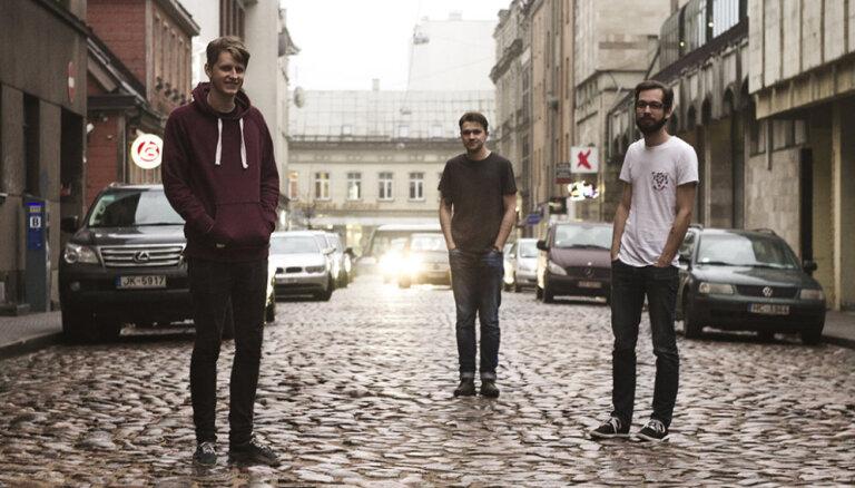 Pašmāju grupa 'Boys Will Be Boys' izdevusi dziesmu 'Plastic Town'