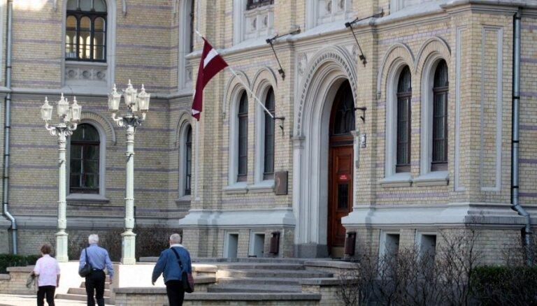 Vairāku augstskolu vadītāji aicina premjeru nepieļaut iejaukšanos LU lēmumos